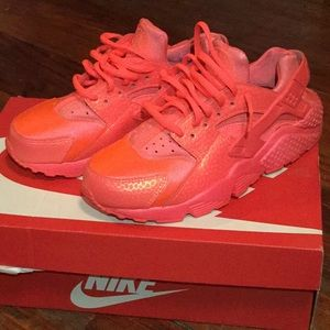 SIZE: US 6.5 WOMENS AIR HUARACHE RUN PRM.